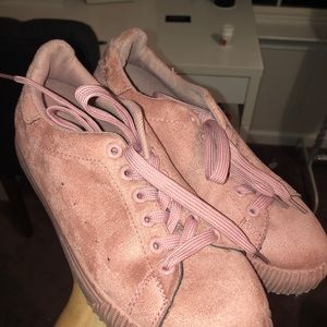 Peachy / dusty rose colored tennis shoes